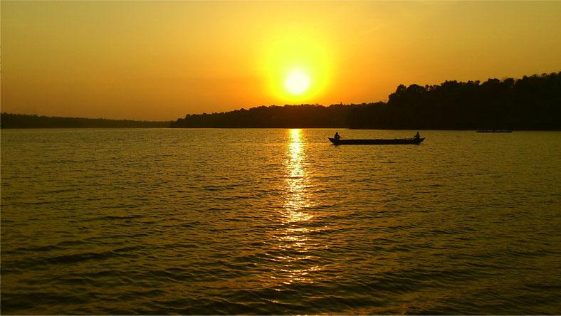 sasthamkotta-lake