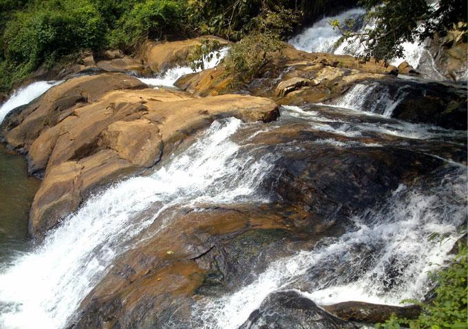 aruvikuzhi-waterfalls-new