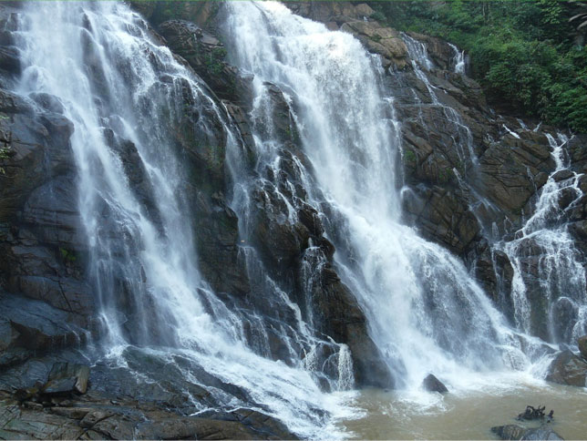 kombaikani-meenmutty-waterfalls