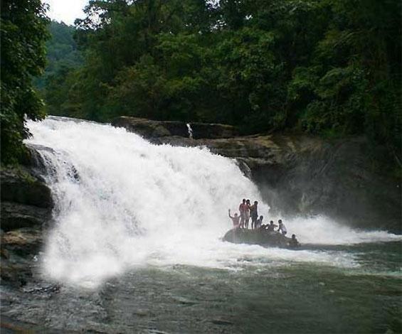 mulamkuzhi-waterfalls