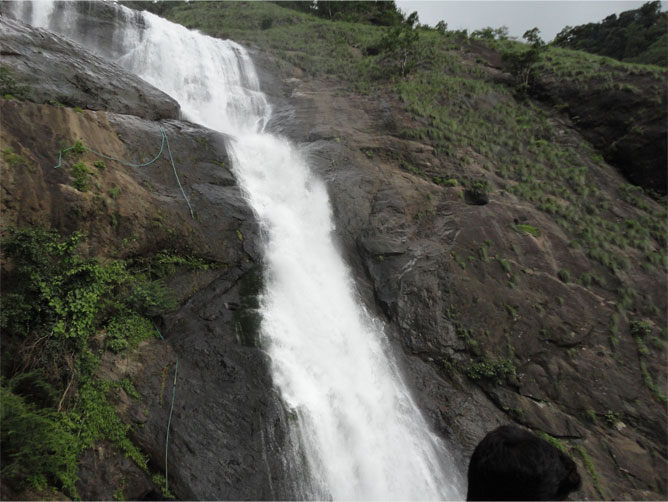 palaruvi-waterfalls